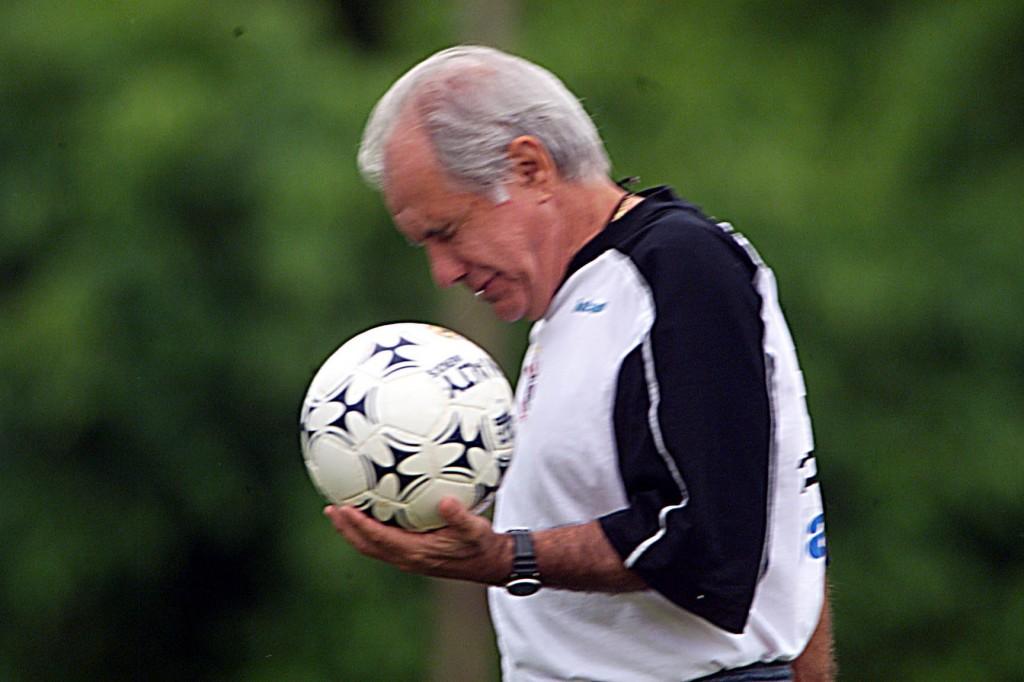Depois de abandonar o futebol, Evaristo virou técnico e trabalhou por 27 anos