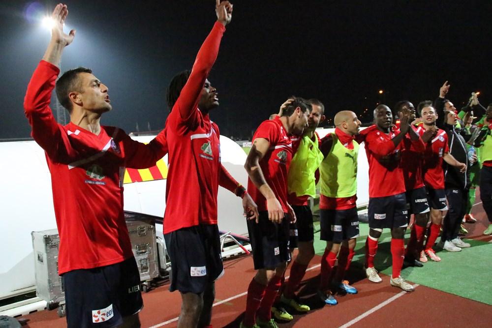 Jogadores do Luzenac fazem a festa no acesso do time para a Ligue 2
