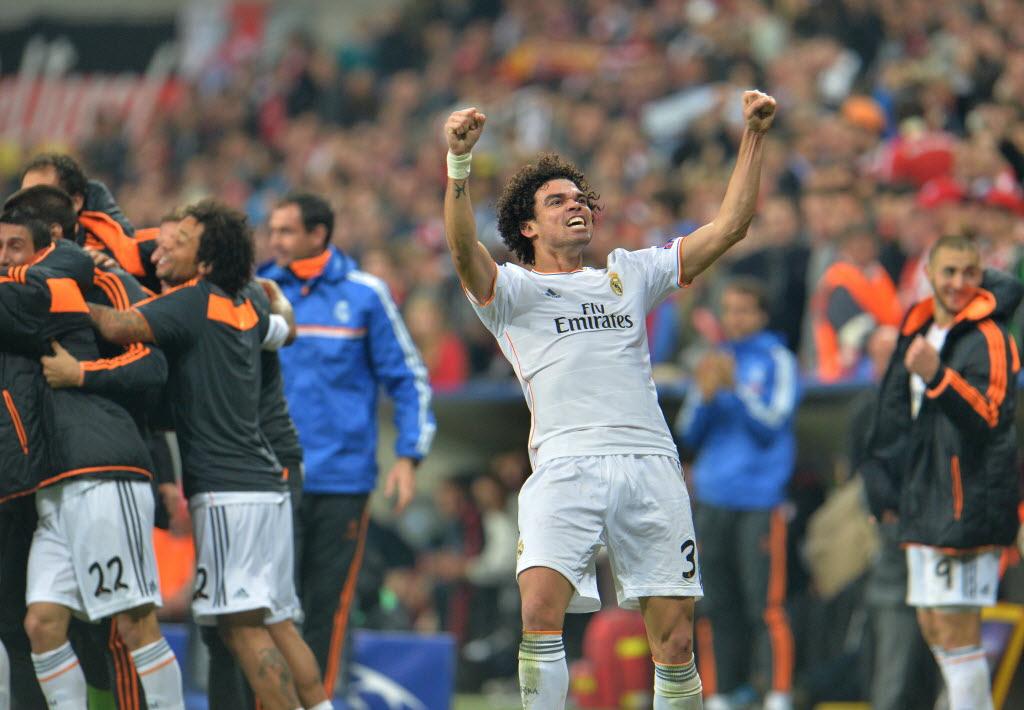 Zagueiro português Pepe comemora classificação do Real Madrid