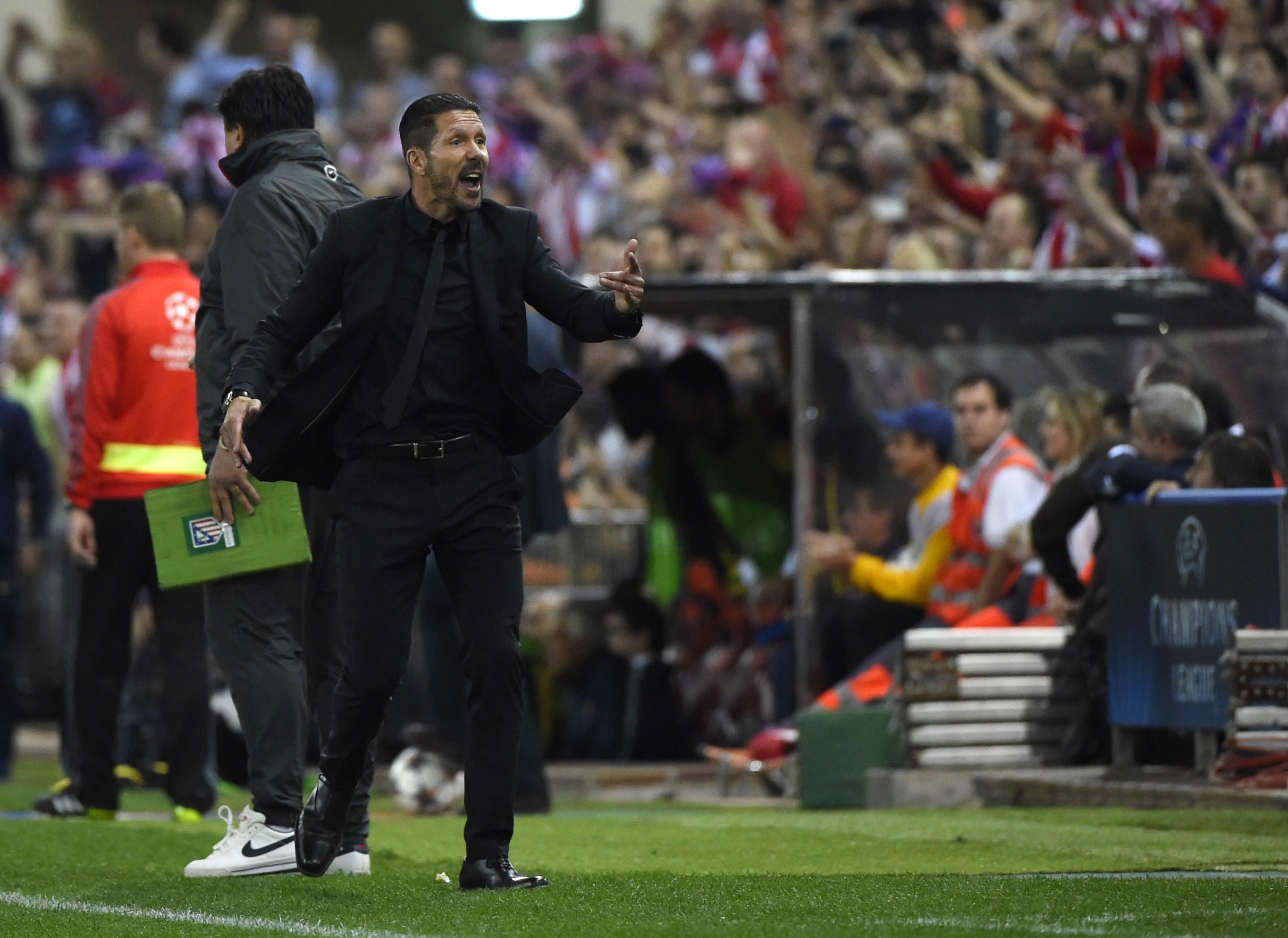 Diego Simeone, técnico do Atlético de Madri, comemora vitória contra o Barcelona