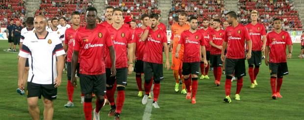 Elenco do Mallorca sem nenhum corte de cabe extravagante (Reprodução/Site oficial do Real Club Deportivo Mallorca)
