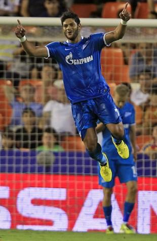 Hulk festeja um de seus dois gols contra o Valencia, pela Champions League (Alberto Saiz/Associated Press)