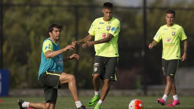 Kaká e Neymar em treino da seleção em Nova Jersey (Leo Correa/MoWA Press)