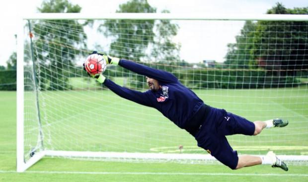 Agarra bola em treinamento do Watford (BePro2)