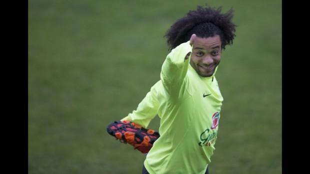 O lateral esquerdo Marcelo em treino da seleção em Santiago (Leo Correa/Mowa Press)