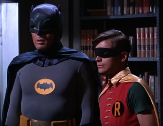 West como Batman, Ward como Robin (Reprodução YouTube)
