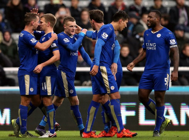 Jogadores do Leicester celebram gol na vitória sobre o Newcastle (Scott Heppell - 21.nov.2015/Associated Press)