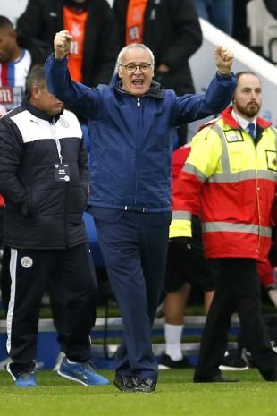 O treinador Claudio Ranieri festeja o trounfo sobre o Crystal Palace (Andrew Boyers  - 24.out.2015/Reuters)