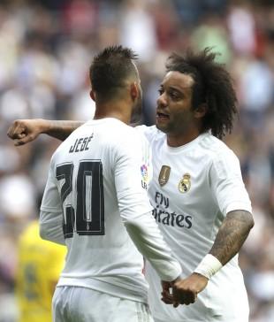 Marcelo festeja com Jesé o gol do colega contra o Las Palmas (Ballesteros - 31.out.2015/EFE)