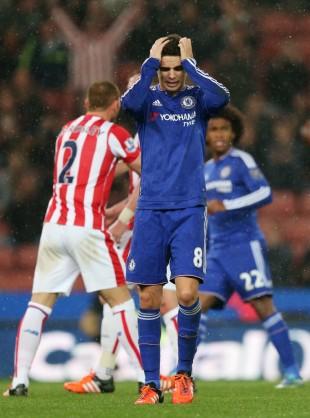 Oscar na partida em que o Chelsea foi eliminado pelo Stoke da Copa da Liga Inglesa (Alex Morton - 27.out.2015/Reuters)