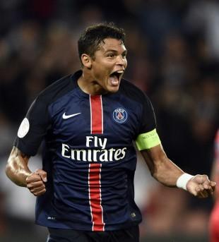 Thiago Silva vibra após fazer gol pelo PSG no Campeonato Francês (Franck Fife - 16.ago.2015/France Presse)