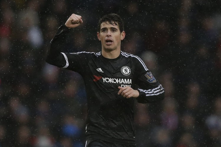 Oscar comemora seu gol, o 1º do Chelsea contra o Crystal Palace (Adrian Dennis - 3.jan.2016/AFP)