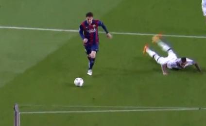 Messi foi rápido demais dessa vez para Boateng (Reprodução/Site da Uefa)
