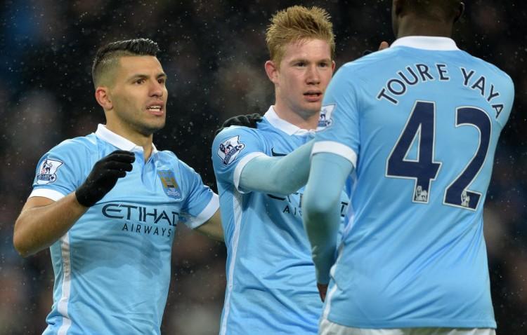 O argentino Agüero, o belga De Bruyne e o marfinense Yaya Touré, do Manchester City (Paul Ellis - 16.jan.2016/AFP)