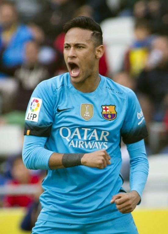 Neymar vibra ao fazer o segundo gol do Barcelona, líder do Esoanhol, diante do Las Palmas (Jaime Reina - 20.fev.2016/AFP)