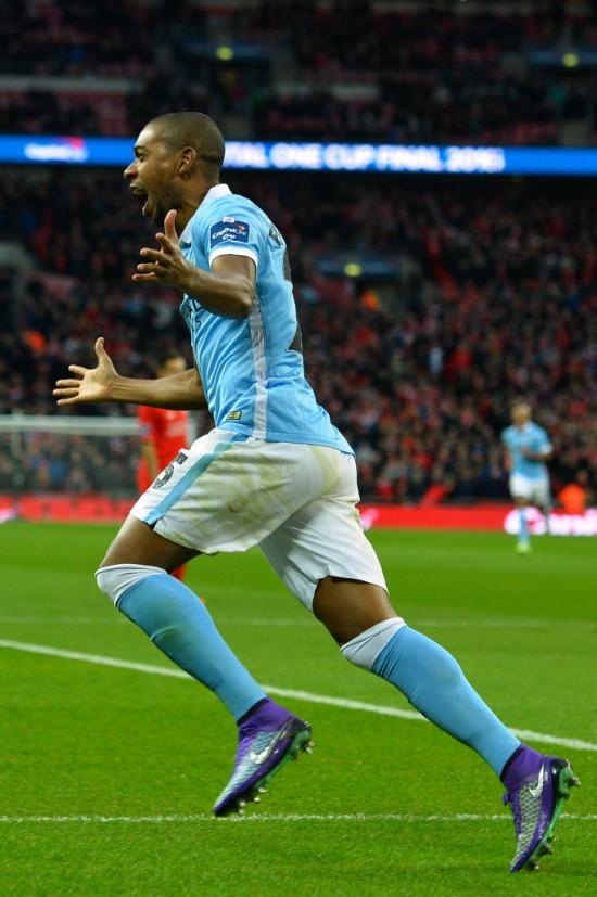 Fernandinho vibra em Wenbley ao marcar o gol do Manchester City na final da Copa da Liga Inglesa (Glyn Kirk - 28.fev.2016/AFP)