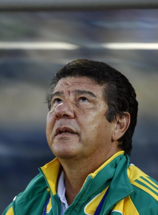 Joel Santana à época em que dirigiu a seleção da África do Sul (Siphiwe Sibeko - 28.jun.2014/Reuters)