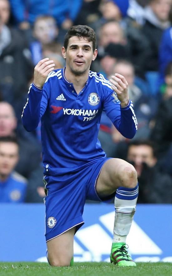 Oscar durante o jogo com o Stoke, pelo Inglês; meia teve mais uma semana de futebol fraco pelo Chelsea (Justin Tallis - 5.mar.2016/AFP)
