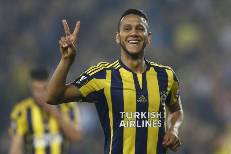 Souza marcou dois gols pelo Fenerbahçe em partida pela Liga Europa, em Istambul (Murad Sezer - 11.fev.2016/Reuters)