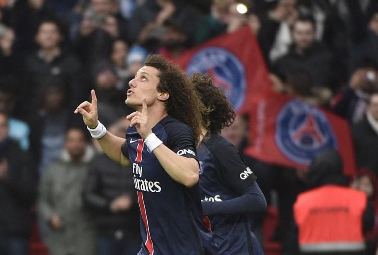 O zagueiro David Luiz festeja gol no jogo em que o PSG superou o Nice pelo Francês (Martin Bureau - 2.abr.2016/AFP)