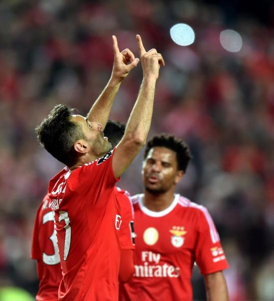 Jonas comemora seu gol, de pênalti, no 5 a 1 do benfica sobre o Braga pelo Português (Zhang Liyun - 1º.abr.2016/Xinhua)