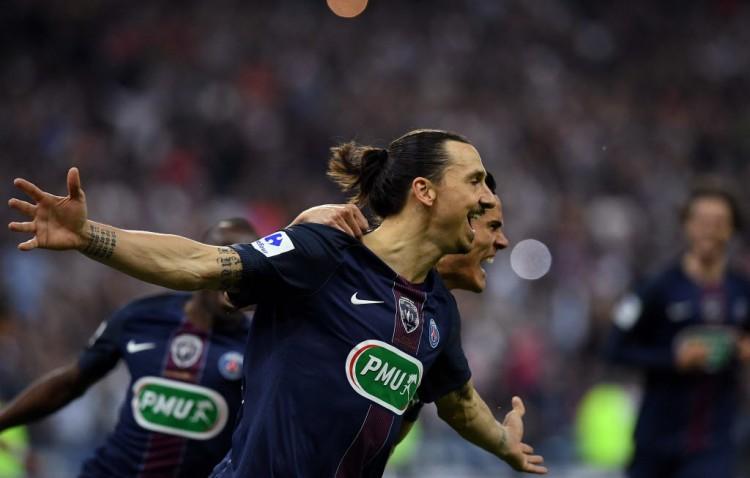 Ibrahimovic cmemora gol em seu último jogo pelo PSG, a decisão da Copa da França (Franck Fife - 21.mai.2016/AFP)