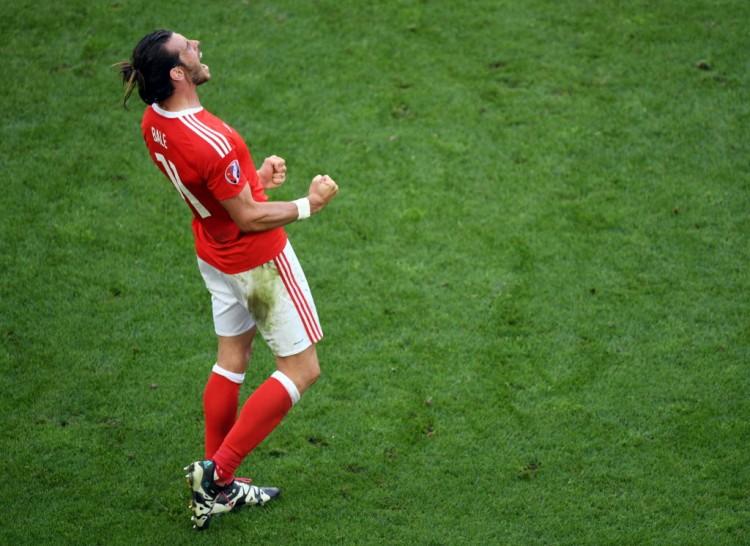 Gareth Bale festeja a vitória por 2 a 1 do País de Gales sobre a Eslováquia (Mehdi Fedouach - 11.jun.2016/AFP)