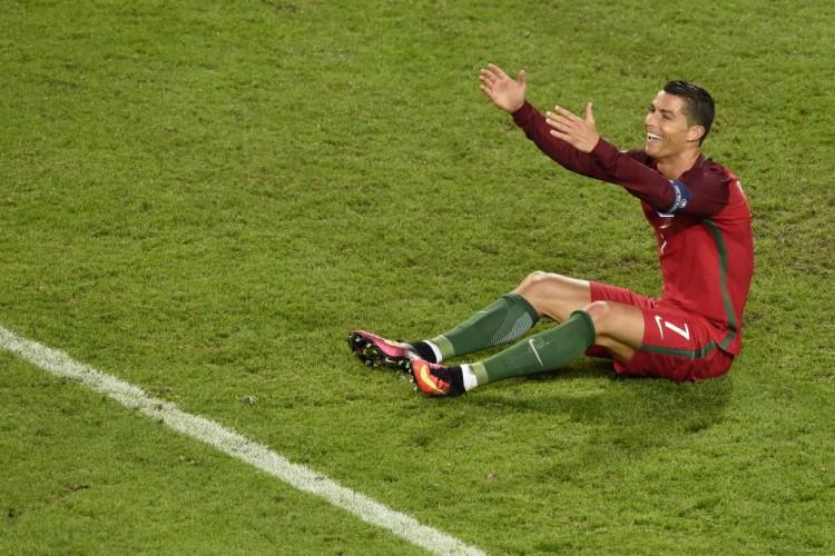 Cristiano Ronaldo durante a partida de Portugal contra a Islândia, em Saint-Etienne (Jean-Philippe Ksiazek - 14.jun.2016/AFP)