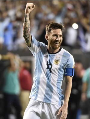 Messi, com visual diferente (de barba),  festeja gol em Chicago, onde a Argentina derrotou o Panamá (Omar Torres - 10.jun.2016/AFP)