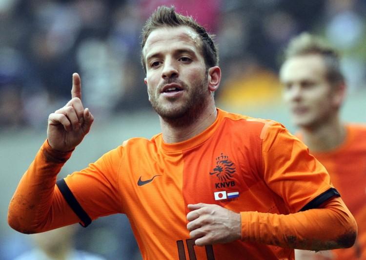 Van der Vaart em amistoso pela Holanda contra o Japão, em 2013 (John Thys - 16.nov.2013/AFP)