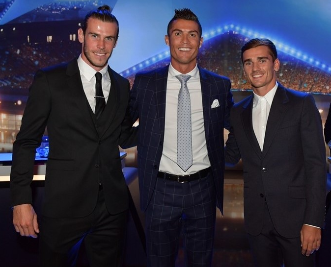Bale, Cristiano Ronaldo e Griezmann, antes da premiação (Reprodução/Site da Uefa)