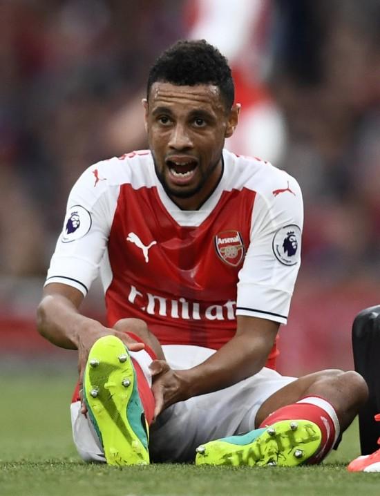 O volante Coquelin, que lesionou o joelho contra o Chelsea, é a mais recente baixa do Arsenal (Dylan Martinez - 24.set.2016/Reuters)