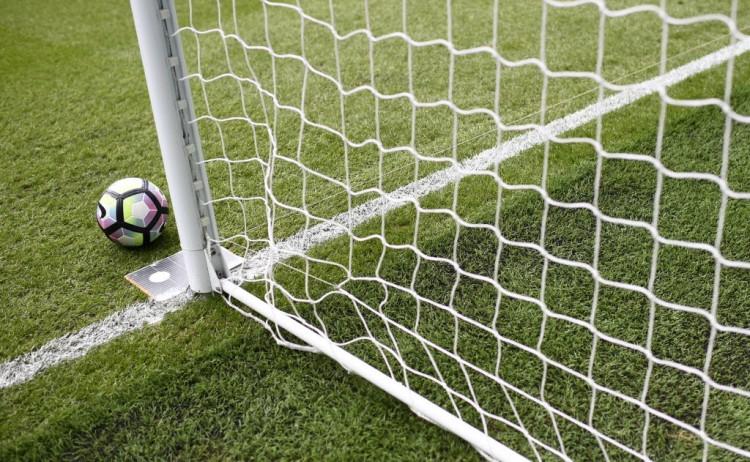 Tecnologia para apontar se a bola cruzou a linha do gol é testada antes de jogo do Campeonato Inglês (Dylan Martinez - 18.set.2016/Reuters)