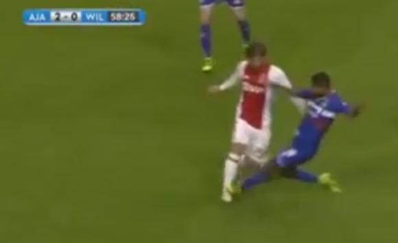 Kali atinge Schöne em Ajax x Willem II pela Copa da Holanda (Reprodução/YouTube)