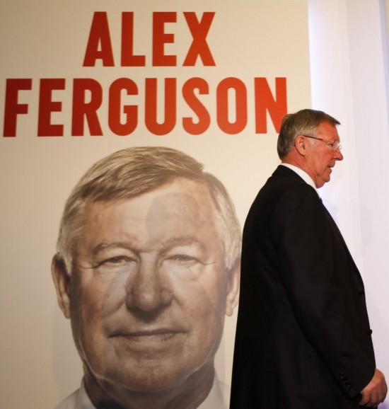 Sir Alex Ferguson, treinador do Manchester United por 27 anos, no lançamento de sua autobiografia (Wang Lili - 22.out.2013/Xinhua)