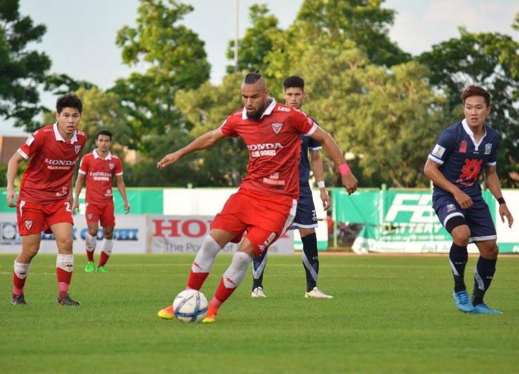 Ricardo Jesus em ação no Campeonato Tailandês da segunda divisão (Arquivo Pessoal)