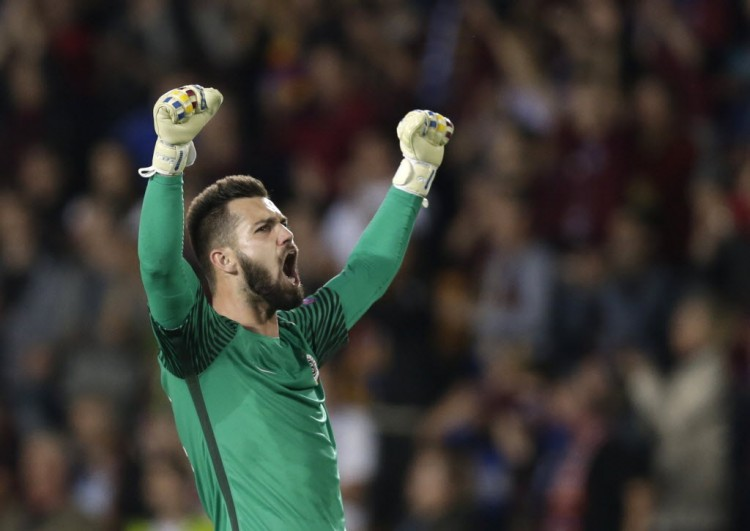 Sparta Praha v Inter Milan - UEFA Europa League Group Stage - Group K - Generali Arena, Prague, Czech Republic - 29/09/2016. Goalkeeper Tomas Koubek of Sparta Praha celebrates victory. REUTERS/David W Cerny ORG XMIT: INK871