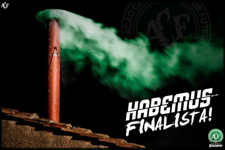 """Fumaça verde é estampada na internet pela Chapecoense para celebrar o feito na Sul-Americana: """"Temos finalista"""" (Reprodução/Site da Chapecoense)"""