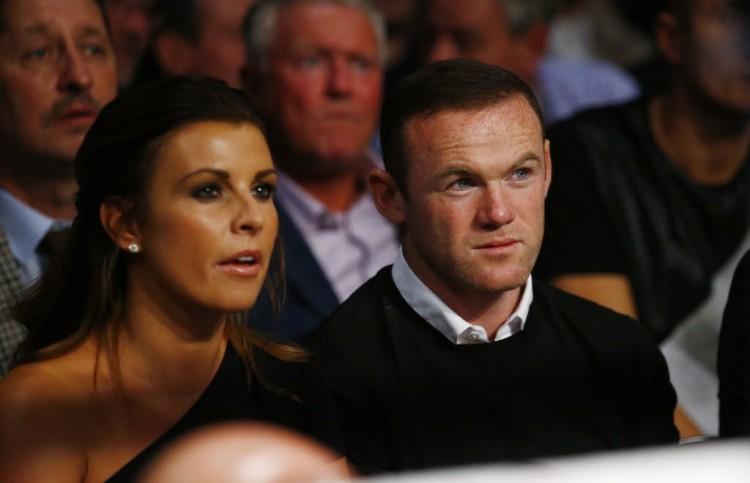 Rooney e a mulher, Coleen, assistem a uma luta de boxe em Manchester (Peter Cziborra - 24.set.2016/Reuters)