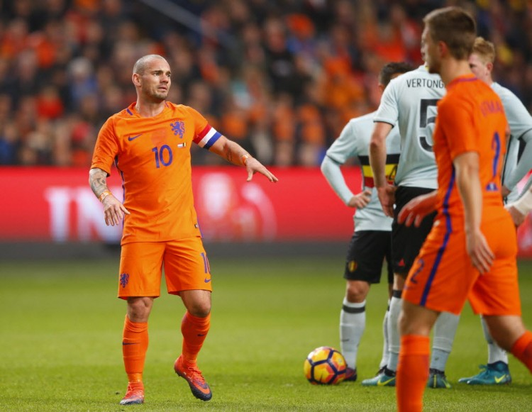 Sneijder em amistoso nesta quarta (9) contra a Bélgica, 1 a 1, em Amsterdã (Peter Dejong - 9.nov.2016/Associated Press)