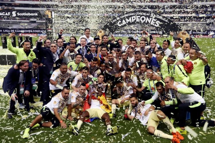 Festa do América no estádio Azteca, onde superou o Tigres para vencer a Copa dos Campeões ds Concacaf (Edgard Garrido - 27.abr.2016/Reuters)