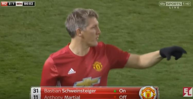 O alemão jogou sete minutos em partida da Copa da liga Inglesa, no fim do mês passado (Reprodução/YouTube)
