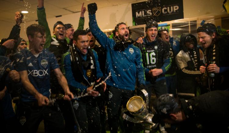 Jogadores do Seattle festejam a conquista do título (Reprodução/Siter do Seattle Sounders)