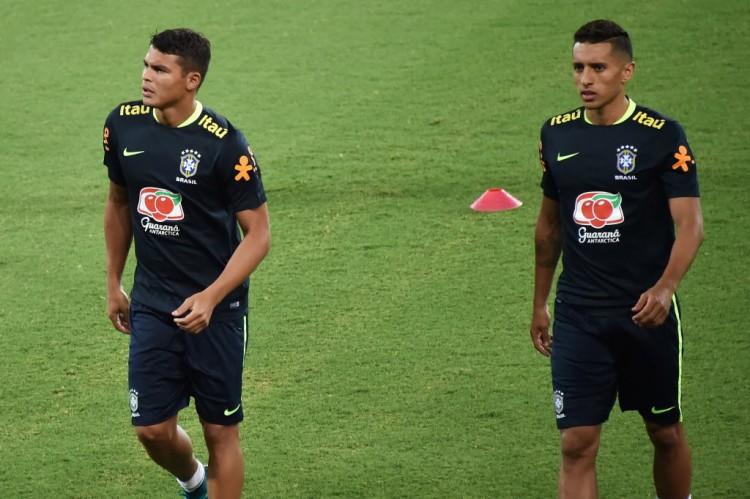 Thiago Silva e Marquinhos em treino da seleção brasileiro na Arena das Dunas, em Natal (Nelson Almeida - 6.out.2016/AFP)