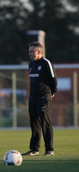 O técnico Frederic Hantz durante treinamento do Montpellier (Reprodução - 6.dez.2016/Site do Montpellier)