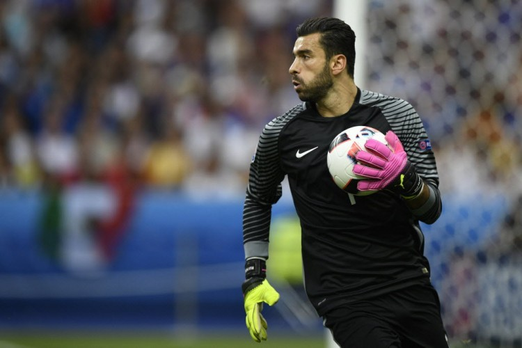 O português Rui Patricio na final da Eurocopa, contra a França (Martin Bureau - 10.jul.2016/AFP)