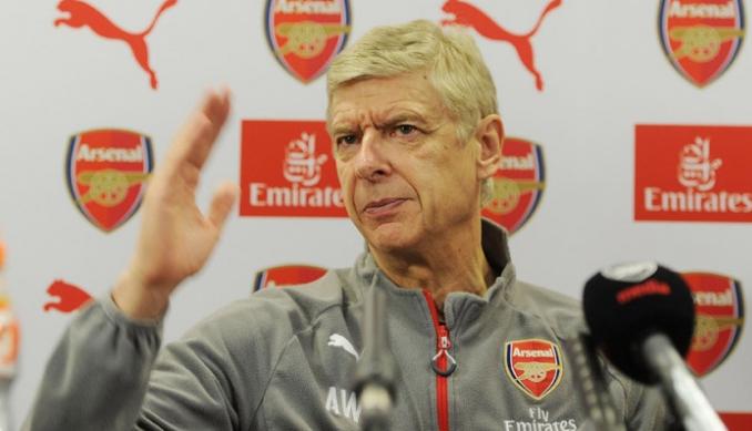 O treinador do Arsenal, Arsène Wenger, durante entrevista (Reprodução/Site do Arsenal)