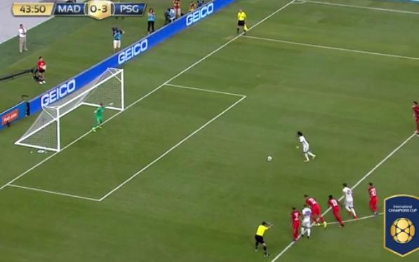Marcelo cobra pênalti em Real Madrid 1 x 3 PSG na Internacional Championship Cup de 2016 (Reprodução - Site da ICC)