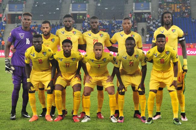 O goleiro Agassa (camisa 16) posa com a seleção do Togo antes da partida contra o Marrocos (Reprodução/Site da Confederação Africana de Futebol)