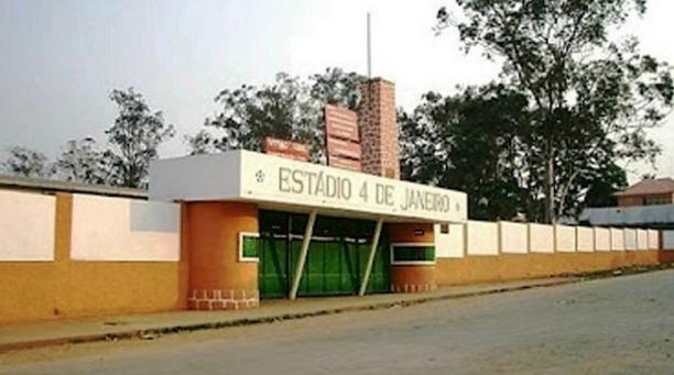 Entrada do estádio 4 de Janeiro, em Uíge, Angola (Reprodução/www.girobola.com)